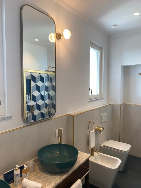 rounded corners mirror - monteleone